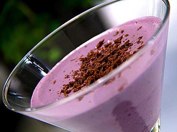 Blåbär- och lavendelparfait med chokladtryffelströ