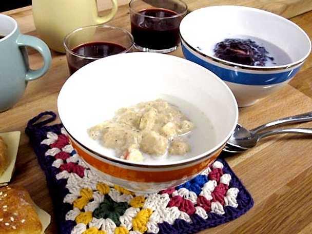 Blåbärsgröt samt äppelgröt med kardemumma