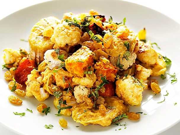 Blomkålscurry med sötpotatis och kokbanan
