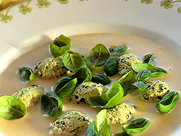 Blomkålssoppa med kycklingfrikadeller