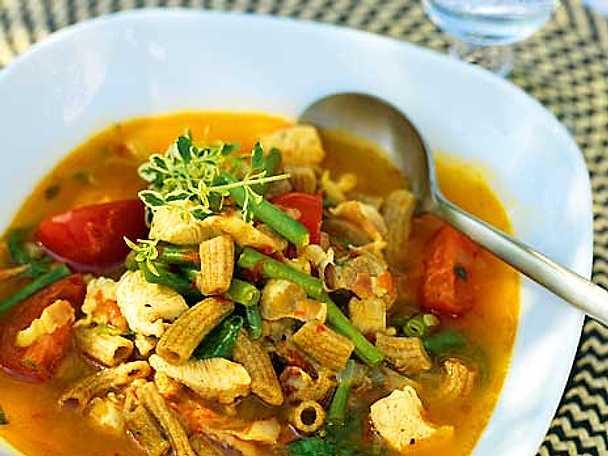 Bondsoppa med kyckling och fläsk