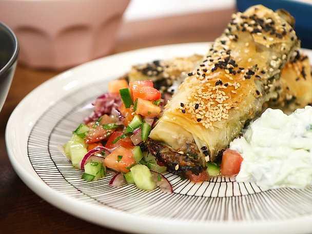 Börek - frasig filodegspaj med spenat och feta