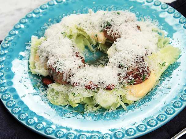 Bra stekt fläskfilé med citrondressad kålsallad och srirachamajonnäs