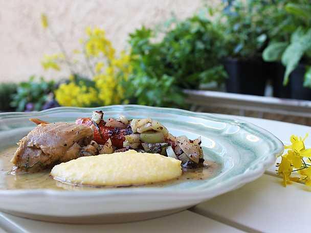 Bräserad lammbog i vitt vin och tomat med grillad morot, gröna tomater, oliver och libbsticka
