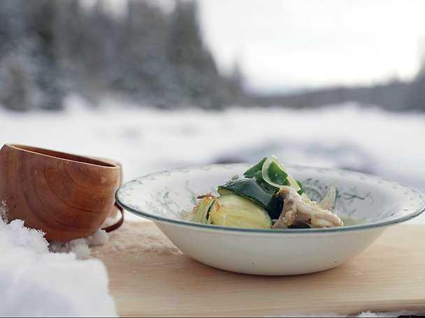 Bräserade kycklinglår med zucchini och vitlök