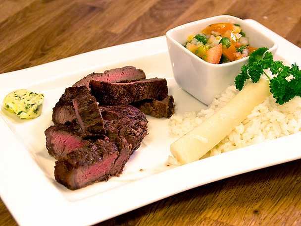 Brasiliansk BBQ med picanha, ris och farofa