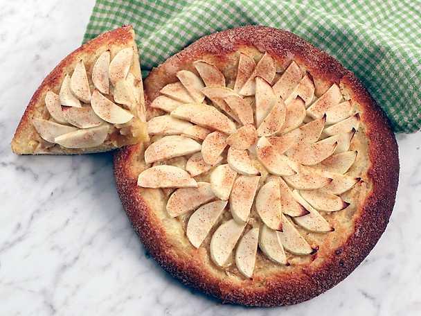Briochepizza med äpple och kanel