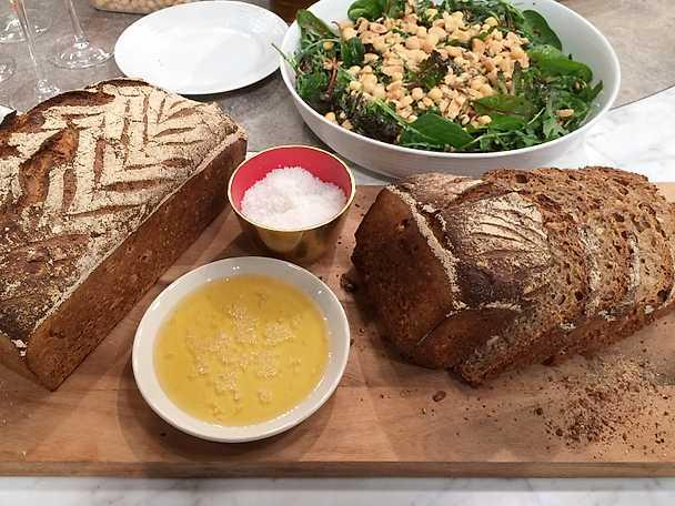 Bröd på fullkornsmjöl och dinkelgroddar