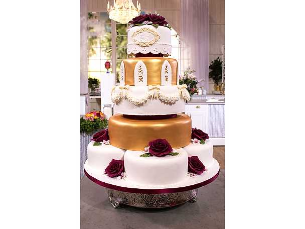 Bröllopstårta med jordgubbar och lime