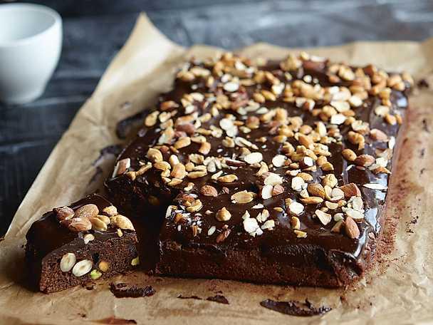 Brownies med tidernas godaste chokladkräm och nötter