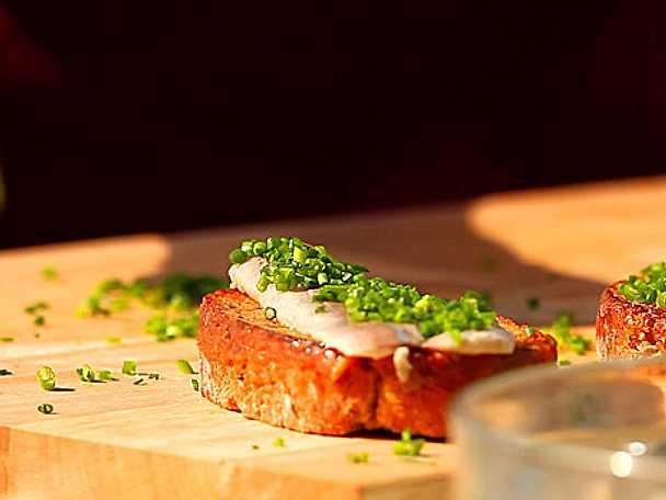 Bruschetta med boquerones och gräslök