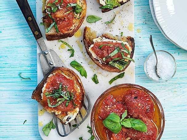 Bruschetta med cashewcrème och confiterad tomat
