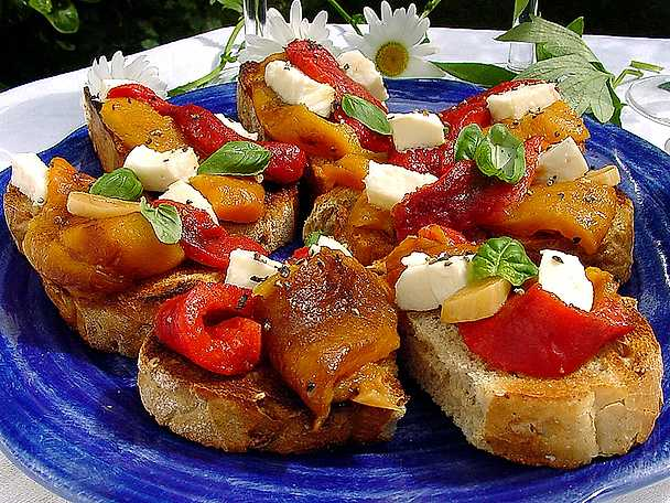 Bruschetta med paprika och mozzarella