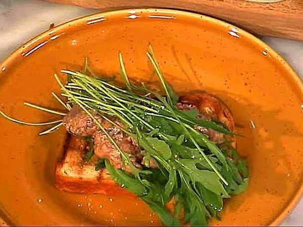 Bruschetta med tomat- och olivbräserad kycklingrullad