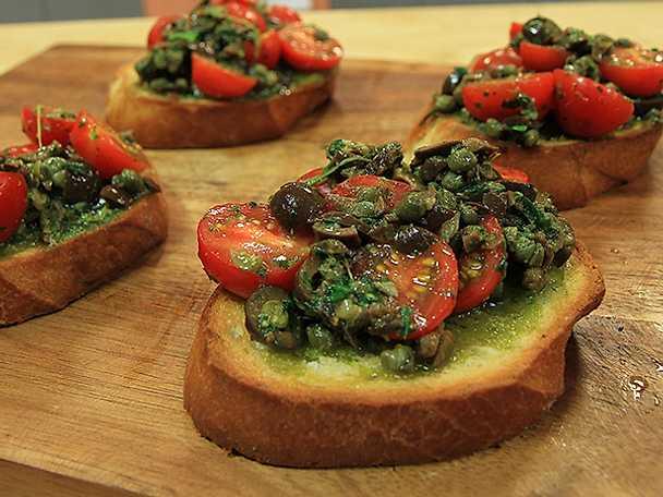 Bruschetta med tomat- och olivröra