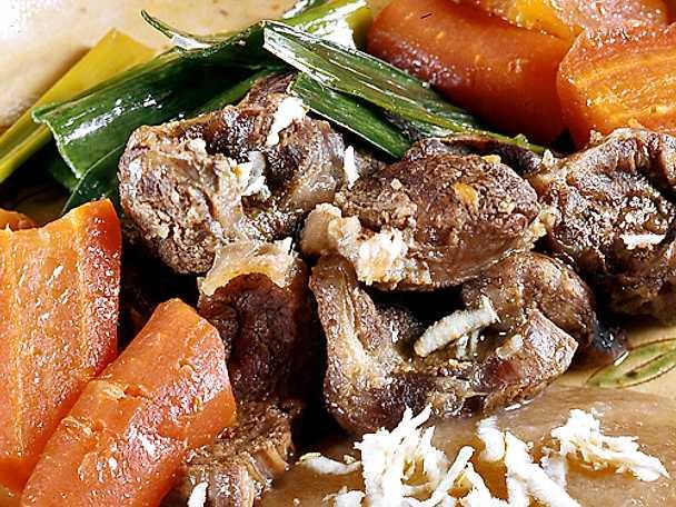 Buljongkokt kött med tillbehör