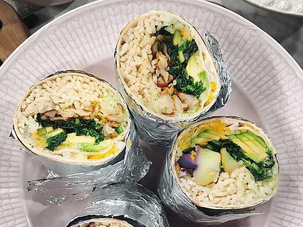 Burrito med stekt ostronskivling, krispig kål och jalapeñoaioli