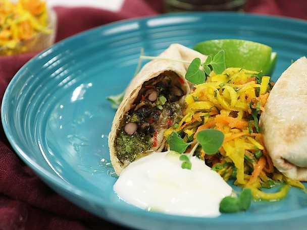 Burritos med svarta bönor och rotfruktssallad