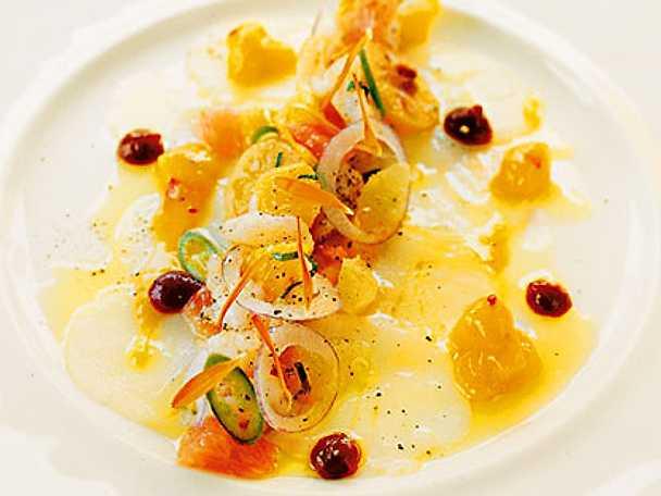 Carpaccio på hälleflundra med citrussallad, chili och mynta