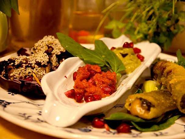 Cashewnötfyllda spenatsticks med aubergine