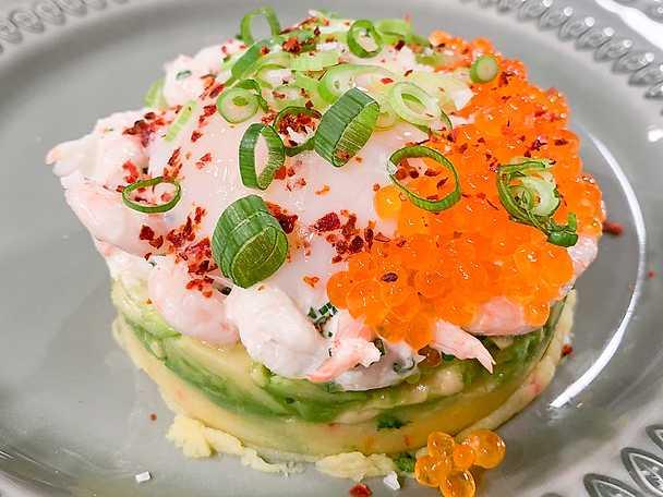Causa forellrom, mjukkokt ägg och avokado