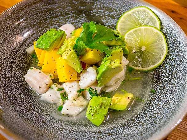 Ceviche med mango, avokado och chili