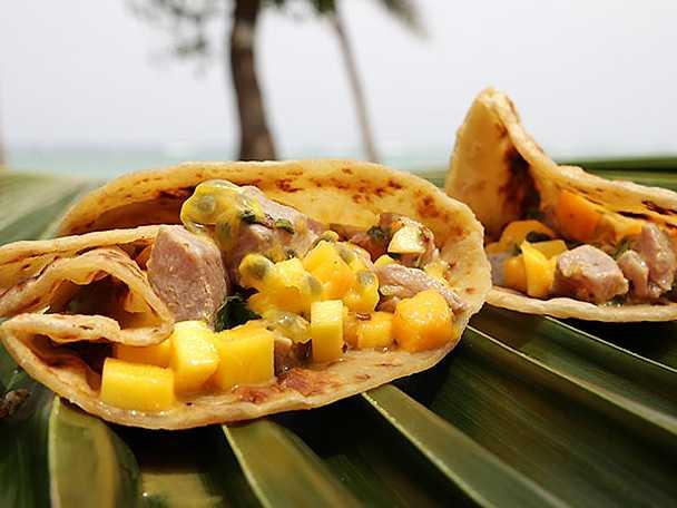 Ceviche på tonfisk med mango och chapati