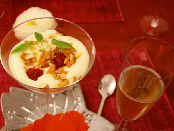 Champagnesabayon med mangosorbet och hallon-lime curd