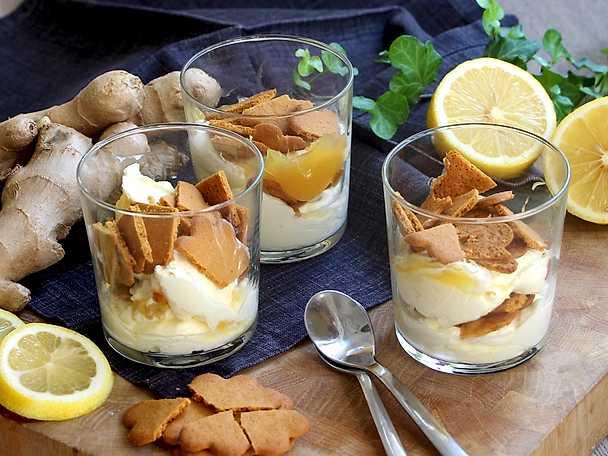 Cheesecake i glas med pepparkakor och lemon curd