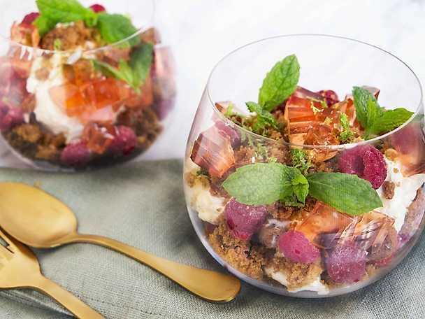Cheesecake i glas med roségelé