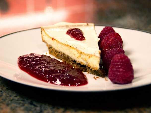 Cheesecake med crème fraiche och hallon