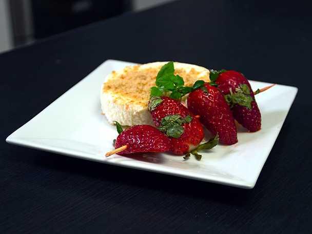 Cheesecake med grillade jordgubbar
