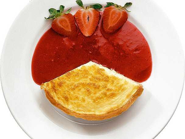 Cheesecake med jordgubbssås