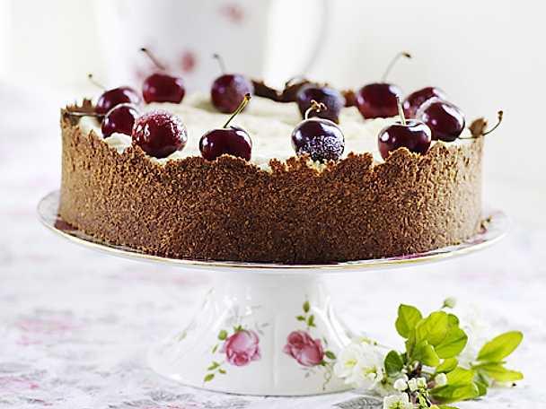 Cheesecake med körsbär och chokladtopping