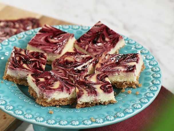 Cheesecake med svartvinbärsswirl