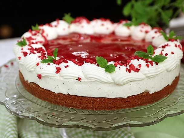 Cheesecake på pepparkaksbotten med hallonspegel