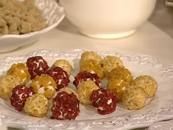 Chèvrebollar med nötter, gräslök, russin och tranbär