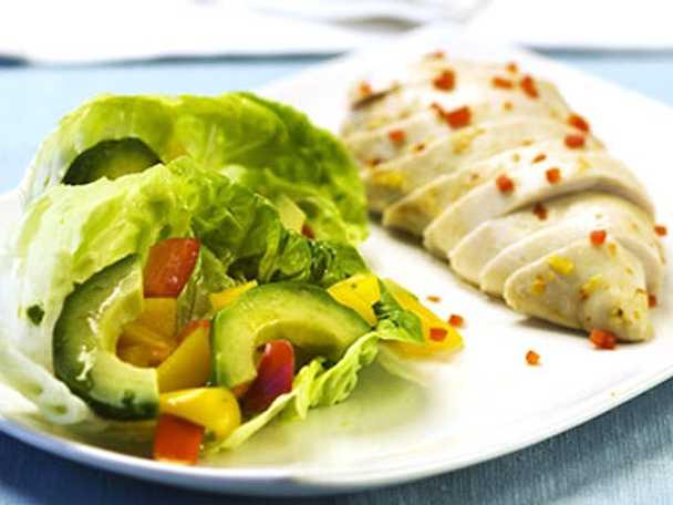Chili- och limemarinerad kycklingfile med avokadosallad