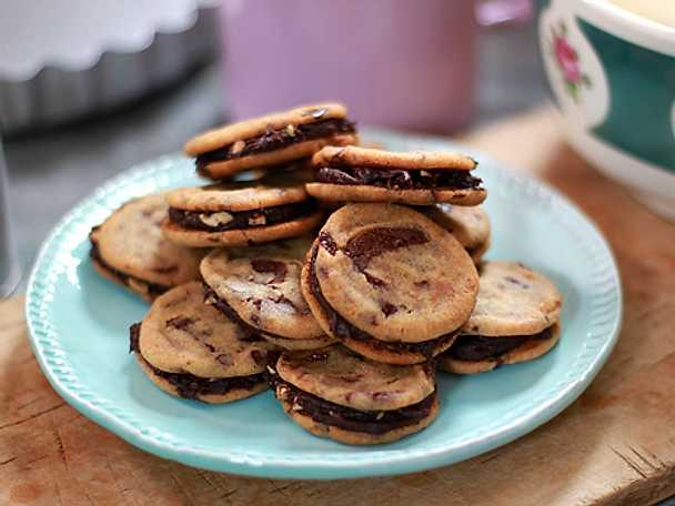 Chocolate chip cookie whoopies