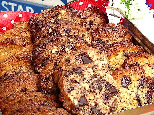 Chocolate chip cookies med apelsin och hasselnötter