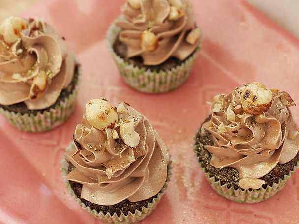 Chocolate goes nuts - hasselnötsmuffins med chokladsmörkräm
