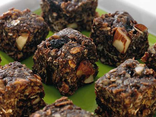 Choklad- och kokosbitar med torkade bär