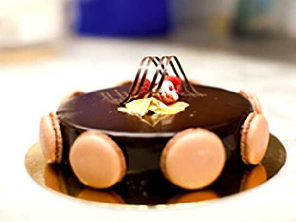 Choklad- och macarontårta