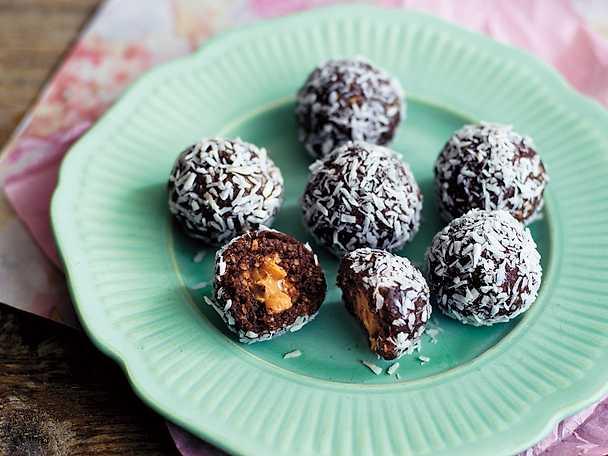 Chokladbollar fyllda med jordnötssmör