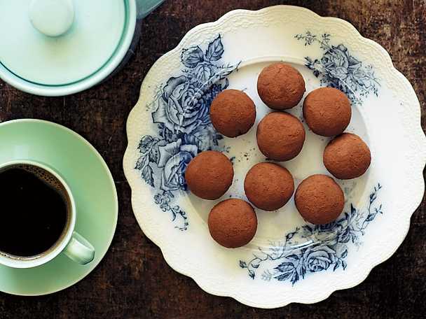 Chokladbollar med kikärtor, lakrits och fikon