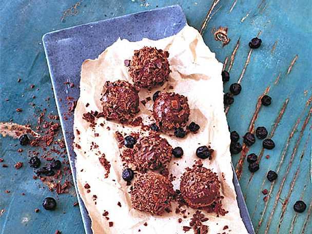 Chokladbollar med torkade blåbär