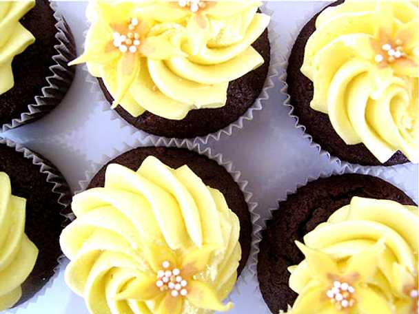 Chokladcupcakes med smörkrämsfrosting