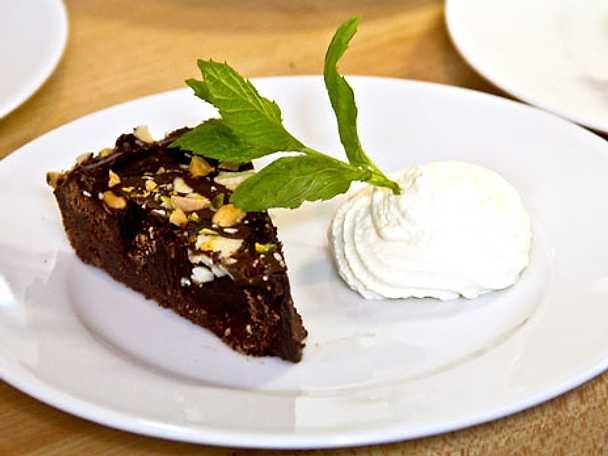 Chokladkaka med cointreaugrädde