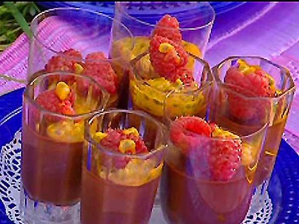Chokladkräm med passionsfrukt och hallon