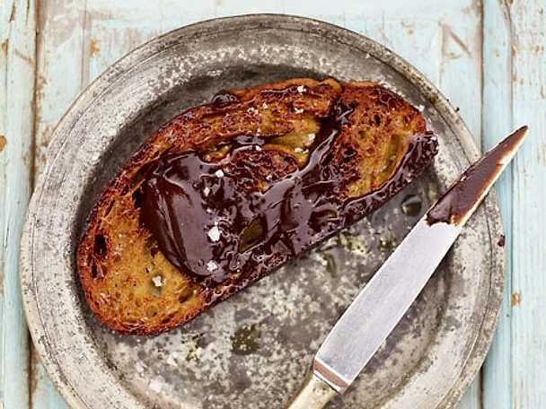 Chokladtartine med havssalt och olivolja
